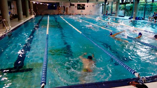 Cierre de la piscina climatizada y vestuarios del nuevo edificio
